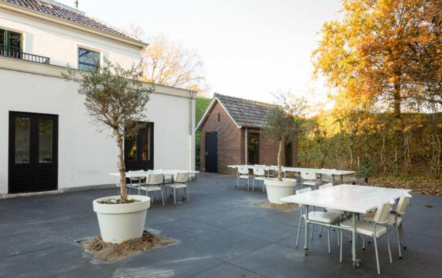 Vergaderen-in-de-Vesting-terras-witte-huis